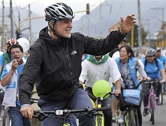 enrique penalosa on bike